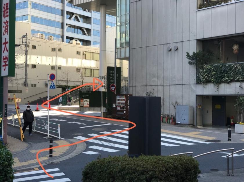 道を渡って、渋谷区総合文化センター大和田へ