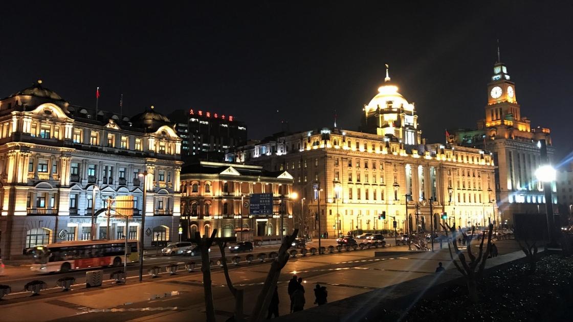 イギリス租界、フランス租界の建物をそのまま活かしている銀行が立ち並ぶ夜景