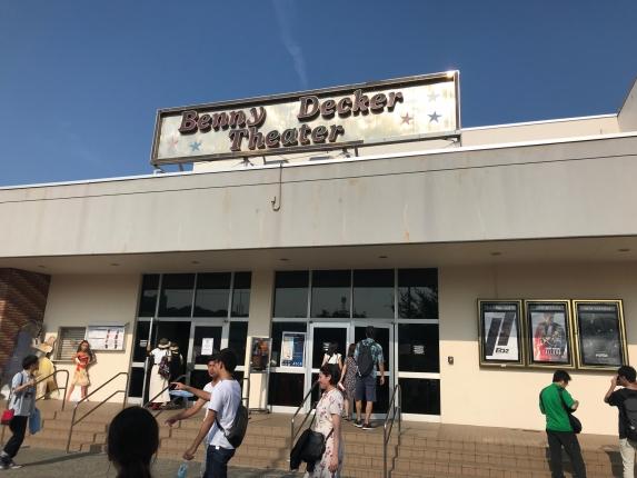基地内の映画館