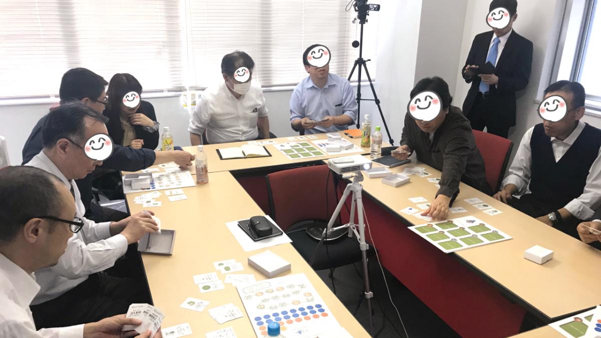 ソコキコ研修風景。カードを並べている様子