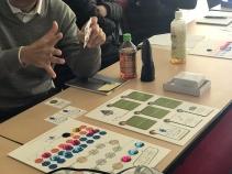ソコキコは2枚のボードとキレイな石、そして質問カードを使います